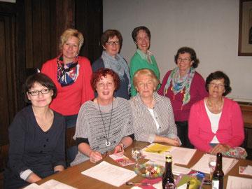 Pastorin Annette Heger mit kfd-Team