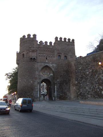 """Die """"Puerta de Bisagra"""", nördlicher Zugang zur Altstadt Toledos"""