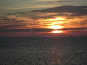 汐美荘の部屋から見た夕日