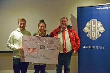 Merziger Leos überreichen dem Verein Herzensengel eine Spende von 800 Euro