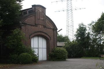 """Vor dem Ruderhaus, der ehemalige Lokschuppen der Zeche Prosper I, wird der Film """"Vicent will Meer!"""" gezeigt. Foto: Stadt Bottrop"""