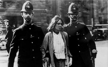 Emmeline Pankhurst anholdes