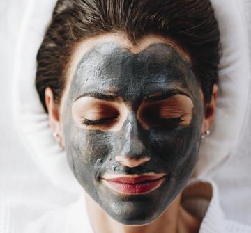 Beauty Hills, Kosmetik, Aktivkohle, Vulkanasche, Oxygen Mask, kosmetische Behandlung, Mineralien in der Kosmetik