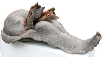 Das Tier (Terrakotta, 37 x 93 x 62 cm)