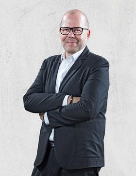 """Tom Dörr, Küchenspezialist<br>Telefon: 06201 - 84 500 60<div class=""""filter"""">Verkaufsteam</div>"""