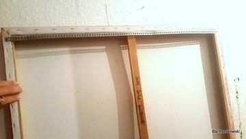 Rückansicht Jahresringe mit Aufhängung und Signatur auf dem Rahmen