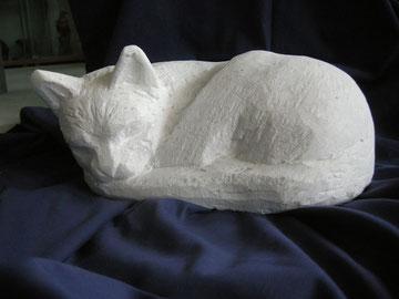 Katze gerollt Steinkatze