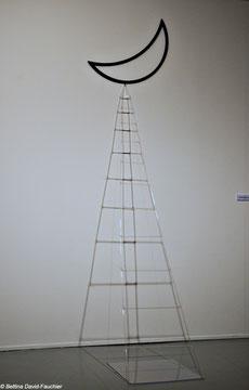 Acrylique sur bois, verre, fil nylon, plexiglas, 270x96x70cm, 2012