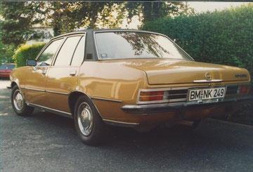 1977er Opel Rekord D Berlina mit 100 PS, war das eine geile Kiste :-) American Style made in Rüsselsheim. Mit Motorschaden Mitte der 90er fürn Appel&Ei verkauft.