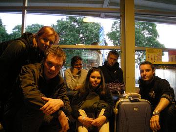 """Paris - Aereoporto di Beauvais - Istantanea dei nostri compagni di """"sventura"""" con i quali abbiamo trascorso la notte alla ghiaccio, dopo aver scoperto che l'intero aeroporto a mezzanotte chiude i battenti!"""