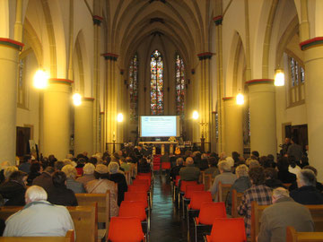 Blick in die Kirche zu Holzweiler.