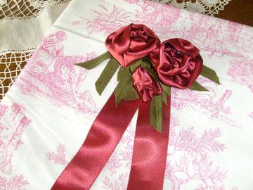 fleurs en tissus fabriquées par mes soins pour le mariage de  Frida Maria FINLANDE