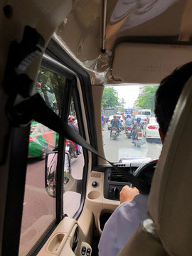 Vietnam scooter roller Saigon traffic 02