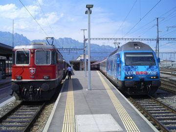 Links: Zug 15162 - Rechts: Zug EC 160 in Buchs (SG)