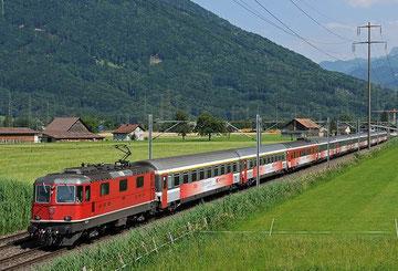 Zug 15162 bei Bilten - Foto: Neel Bechtiger
