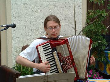 Akkordeonsolist Dirk zur Feier des 10-jährigen Jubiläums