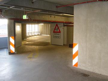 Wir liefern und montieren Verkehrsschilder Parkplatzkennzeichnung in Parkhäusern und Tiefgaragen