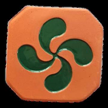 Magnet Croix Basque brut à l'extérieur et croix émaillé vert