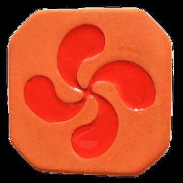 Magnet Croix Basque brut à l'extérieur  et croix émaillé rouge