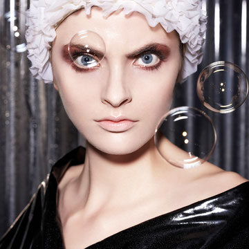 """Bathroom Beauty"" Photo: Elena Wolfram / H&M: Melina Johannsen"