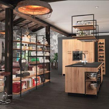 cuisine haut de gamme noire et bois chaleureuse aménagée dans le style industriel et loft grande tendance 2019-2020 et fabrication française chez cuisine design Toulouse