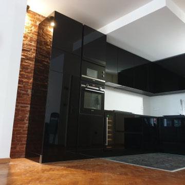 cuisine noire et bois dans appartement Haussmannien rénovation totale par cuisine intérieur design Toulouse