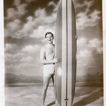 "refG213 - 20,5x25cm  - ""surfboards"" - Presse: tampon received examiner et article au dos - 1965- 4/5"