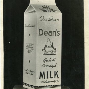 "refG211 - 20x25cm  - ""Dean's milk"" - Presse: tampon received daily times et légendes tapuscrites au dos - 1939 - 3/5"