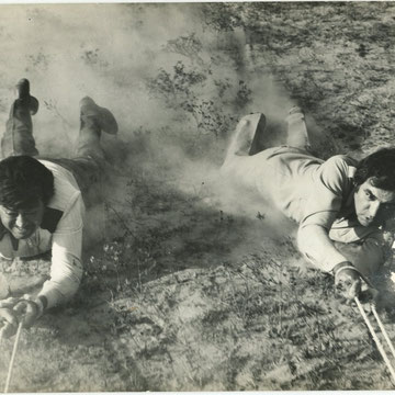 "refG29 - 16,5x21,5cm - ""indian film""- légendes (Sanjeer Kumar and Feroz Khan in satyendra film) au dos -1969 - 2/5"