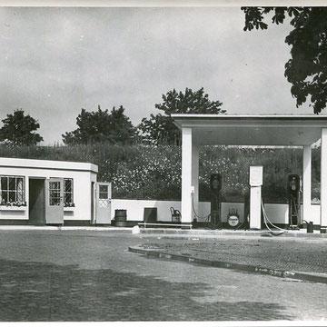 "refG222 - 12x17,7cm  - "" station essolub"" - dos vierge -  style ed ruscha twenty six gasoline station - circa 1950 - 5/5"