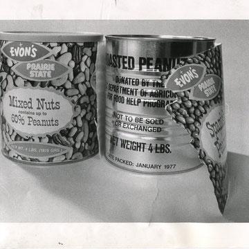 """refG57 - 20,5x25,5cm -  """"Nuts""""  Presse: tampon et article au dos - photographe: RIDDLE-  1977 - 4/5"""