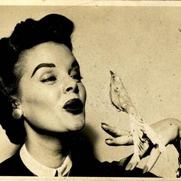 refG225  - 12,5x17,5cm - Pin up -  dos vierge - photographe: Gil ELVGREN - épreuve argentique - c.1950 - 4/5