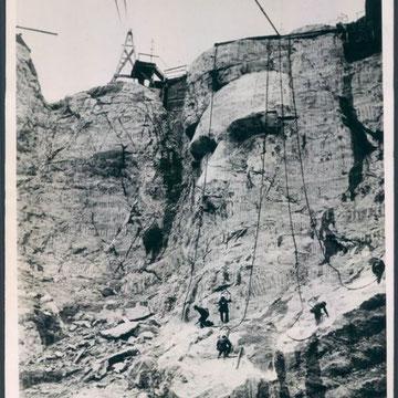 "refG215 - 18x22,5cm  - ""Mount Rushmore"" - Presse: tampon Acme newspicture, inc. et légende tapuscrite au dos - 1937 - 4/5"