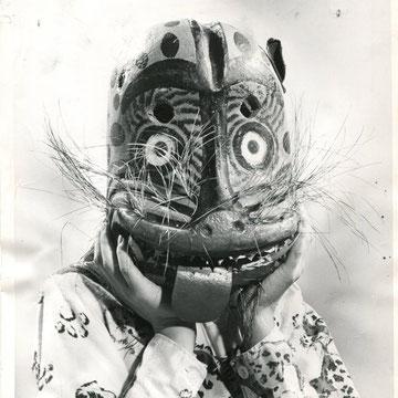 """refG44 -  20,5x25,5cm - """"Masks fearsome""""  Presse: tampons ROTO légendes et  tapuscrit  au dos- 1962-  2/5"""