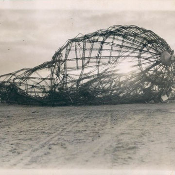 "refG229 -  17x22cm  - ""skeleton of the hindenburg, the morning after disaster""  - presse: tampons et tapuscrit - argentique - 1937 -  4/5"