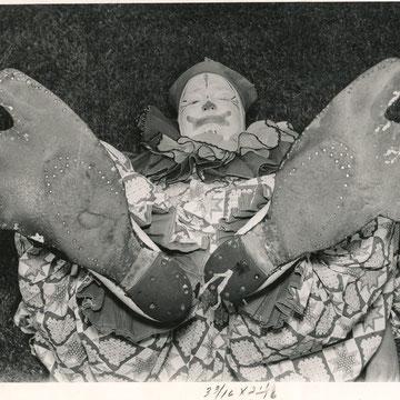 """refG52 - 20,5x25,5cm -  """"Clown Pat Barney""""  Presse: tampons et légendes au dos - photographer: Wienke- 1959 - 3/5"""