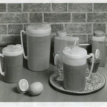 """refG26 -  20,5x25,5cm -  """"freezette beverage"""" - Presse: tampon et  article au dos - 1976 - 4/5"""