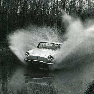 "refG209 - 20,5x25cm  - ""Renault"" - Presse: tampon et légendes au dos - 1962 - 4/5"