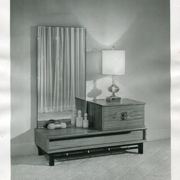 "refG43 - 20,5x25,5cm - ""dressing table in teck-grained finish""- Presse:tampons, légendes et article -1958 - 4/5"