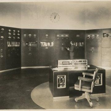 "refG221 - 19,5x25cm  - "" photograph by wilbur R.LEIGH"" -   tampon du photographe au dos - circa 1950 - 4/5"