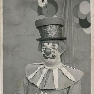 "refG218 - 20x25,5cm  - ""Oopsy the clown"" - Presse: tampon et légende  au dos - 1969 - 3/5"