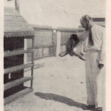 John Philby sur le toit de son palais de Djeddah - Photographié par Xavier de Hautecloque (L'Intelligence Service et ses Mystères, 1931).