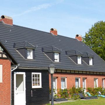 Dachflächeneindeckung mit Dachziegeln aus Blech
