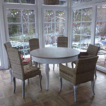 Ausziehbarer Tisch im Landhausstil