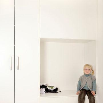Raumtrenner, Kinderzimmer, Kleiderschrank  und Nachttisch