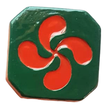 Magnet Croix Basque émaillé - croix émaillé rouge et extérieur vert