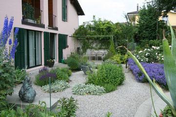 Staudenpflanzung, Pergola, Schatten, Lavendel, Kies