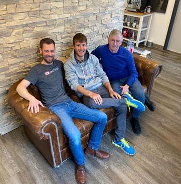 iQ athletik Diagnostikexperte Sebastian Mühlenhoff, Triathlonprofi Markus Rolli und sein Trainer Jean Mousel