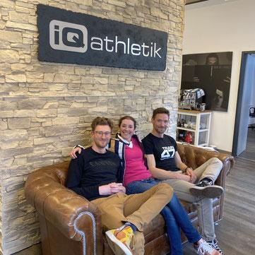 Die bewegungsARTen Hosts Gregor und Eva Buchholz zusammen mit Andreas Wagner von iQ athletik