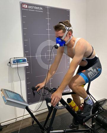 Weltmeister Tobias Eise bei der Leistungsdiagnostik im Trainingsinstitut iQ athletik